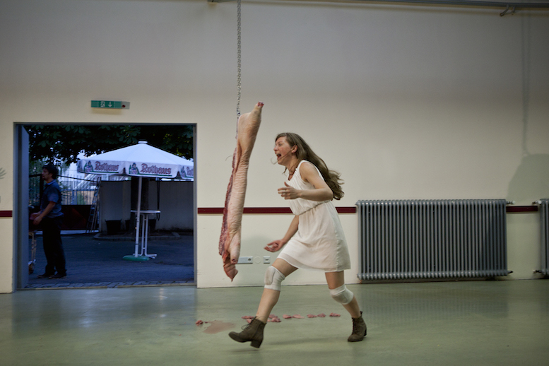 Absent | backsteinhaus produktion | Tanztheater // Physical Theatre // Dance Theatre