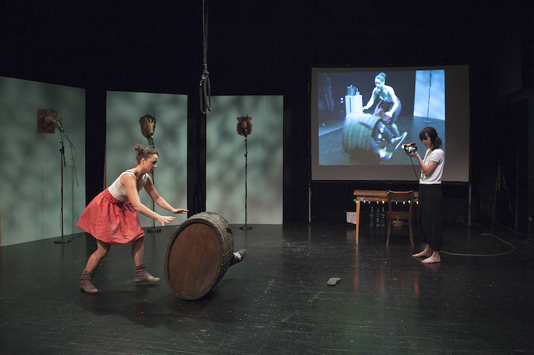 Der sich den Wolf tanzt | backsteinhaus produktion | Tanztheater // Physical Theatre // Dance Theatre