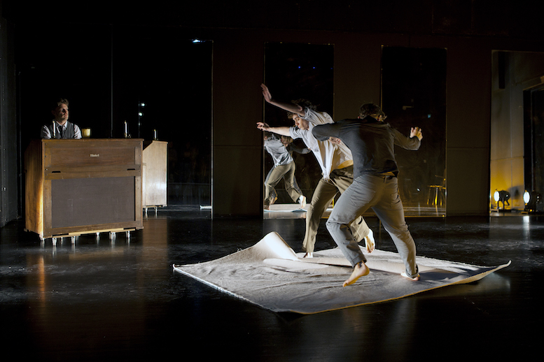 Phases | backsteinhaus produktion | Tanztheater // Physical Theatre // Dance Theatre