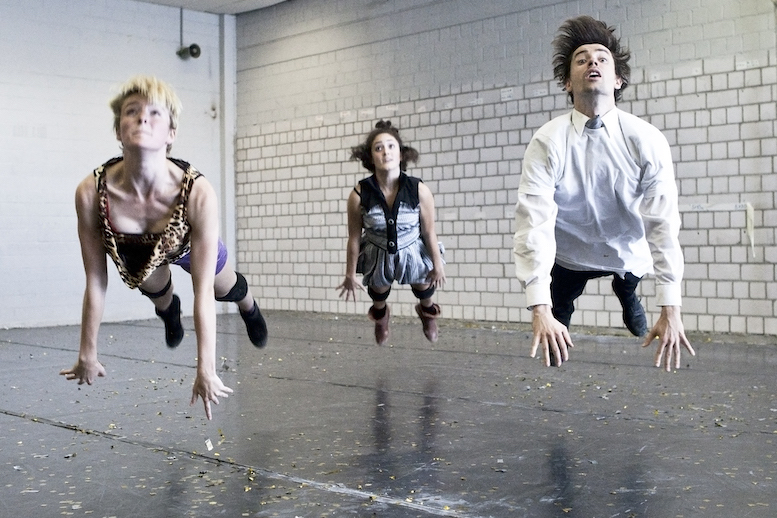 Superbia | backsteinhaus produktion | Tanztheater // Physical Theatre // Dance Theatre