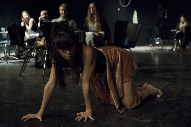 Andreia Rodrigues | backsteinhaus produktion | Tanztheater // Physical Theatre // Dance Theatre