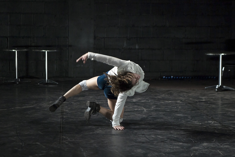 Chloé Beillevaire | backsteinhaus produktion | Tanztheater // Physical Theatre // Dance Theatre