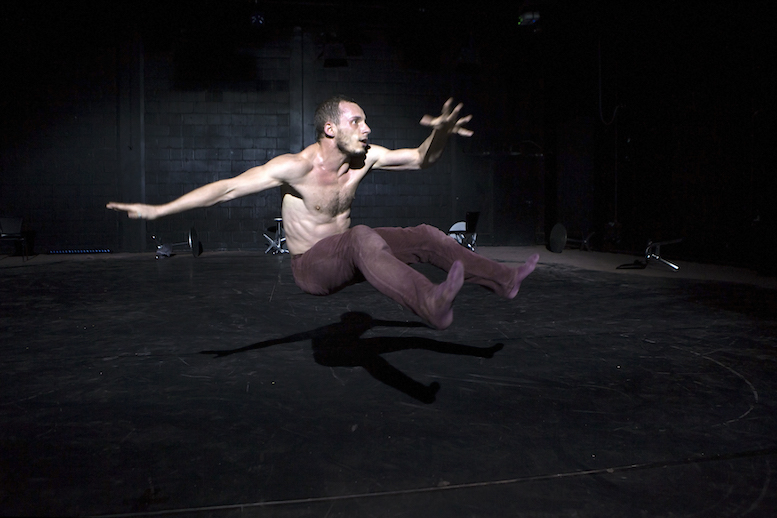 Steven Chotard | backsteinhaus produktion | Tanztheater // Physical Theatre // Dance Theatre