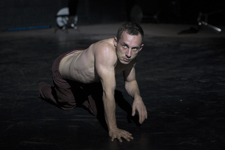 Humans are strangers | backsteinhaus produktion | Tanztheater // Physical Theatre // Dance Theatre